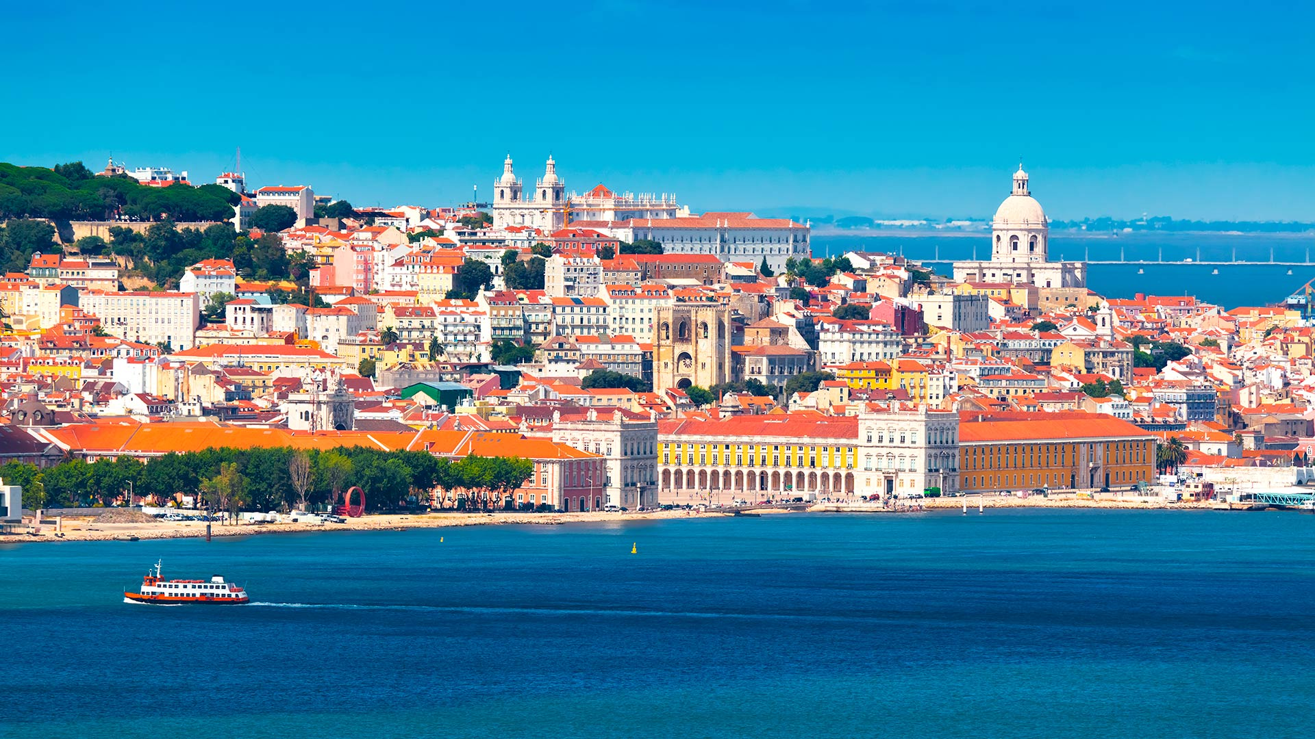 Vista sobre Lisboa / Lisboa / Interpixels_Sutterstock