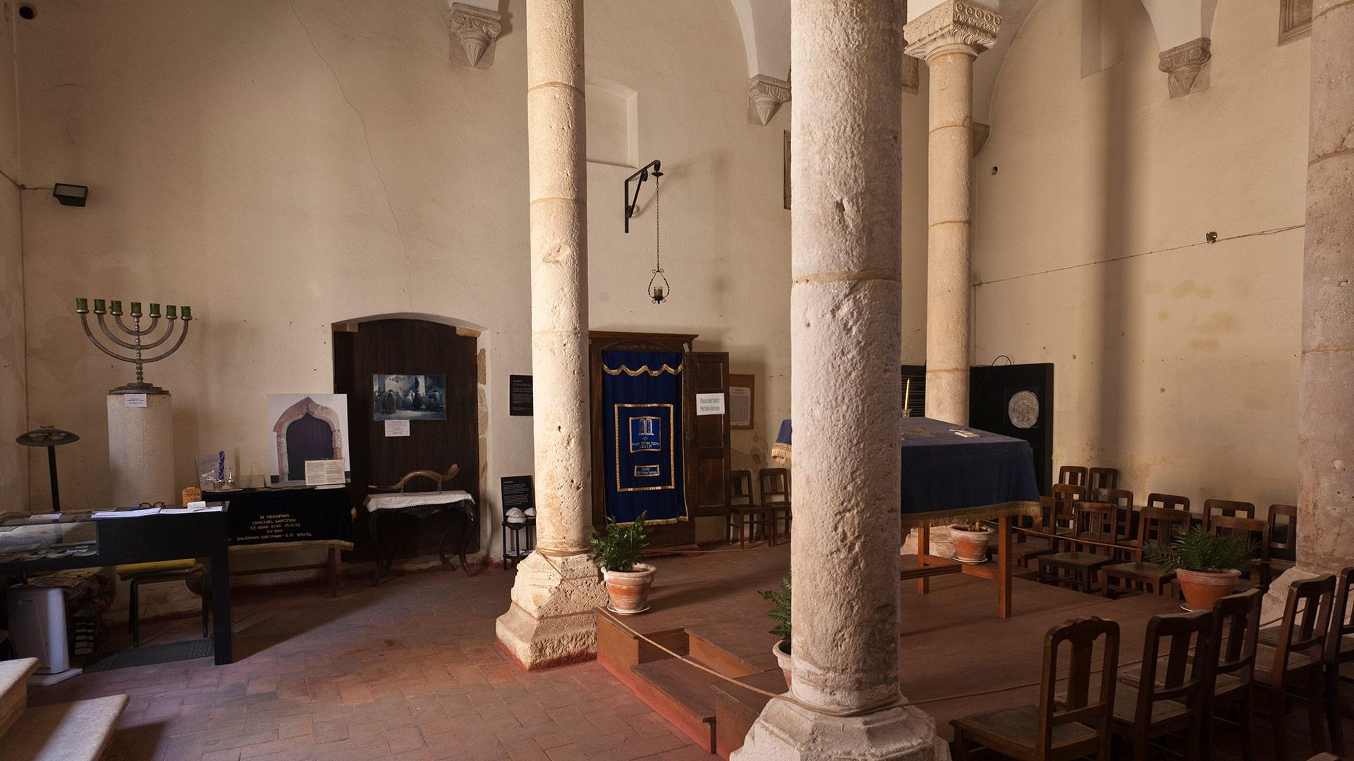 Interior of the Tomar Synagogue I Abraão Zacuto Luso-Hebraic Museum / Tomar / Pedro Sousa_Amatar