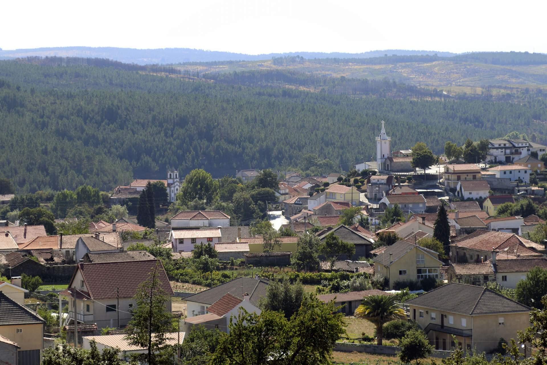 Vista de Vila Cova à Coelheira / Vila Cova à Coelheira / Município de Vila Nova de Paiva