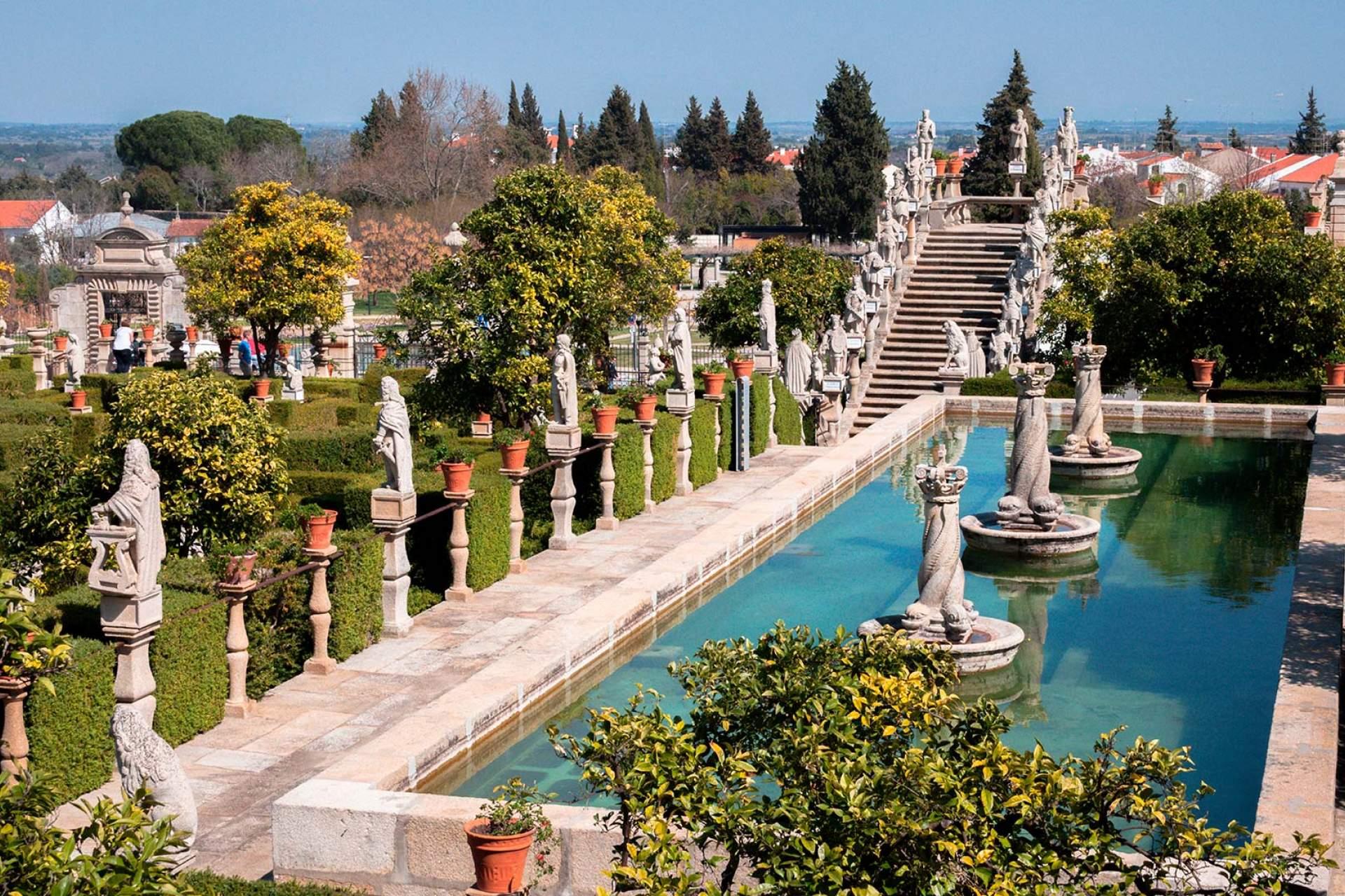 Jardim Paço Episcopal, Castelo Branco / Castelo Branco / Lemtal Sergei_Shutterstock