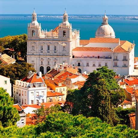 Vista sobre Alfama e o rio Tejo, Lisboa
