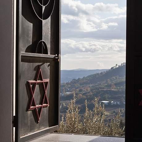 Portão no exterior da Sinagoga Beit Eliahu, Belmonte