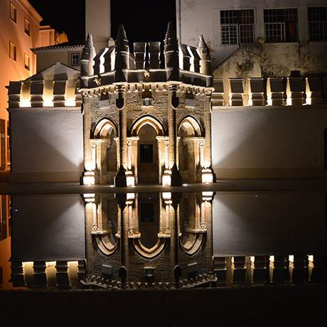 Nighttime lighting of Pipes Fountain, Torres Vedras